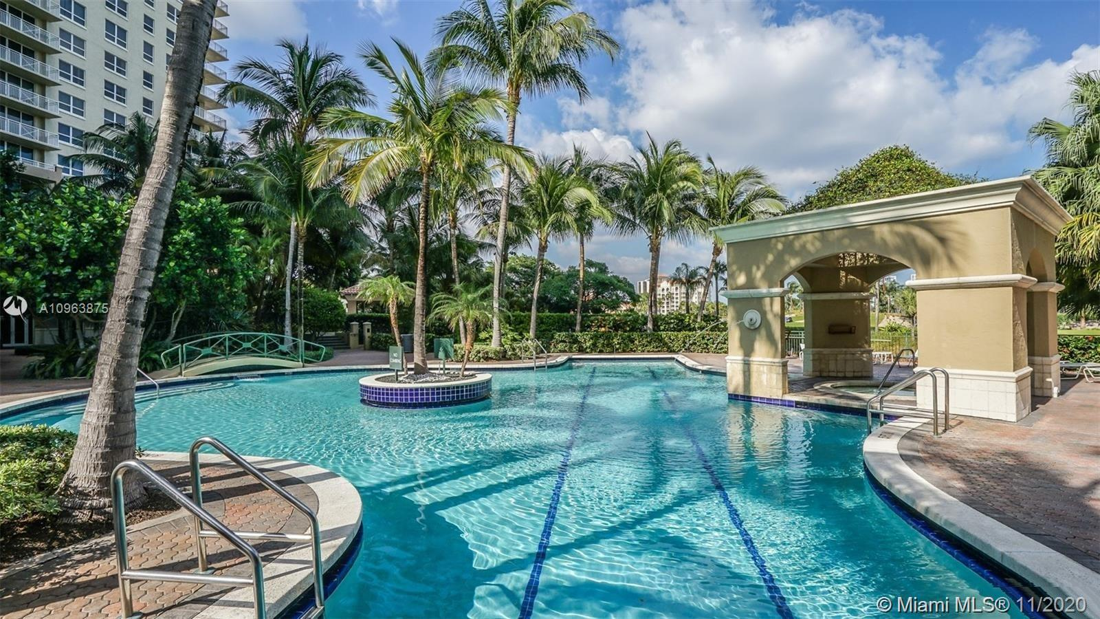 Turnberry on the Green - Condos for sale at Aventura