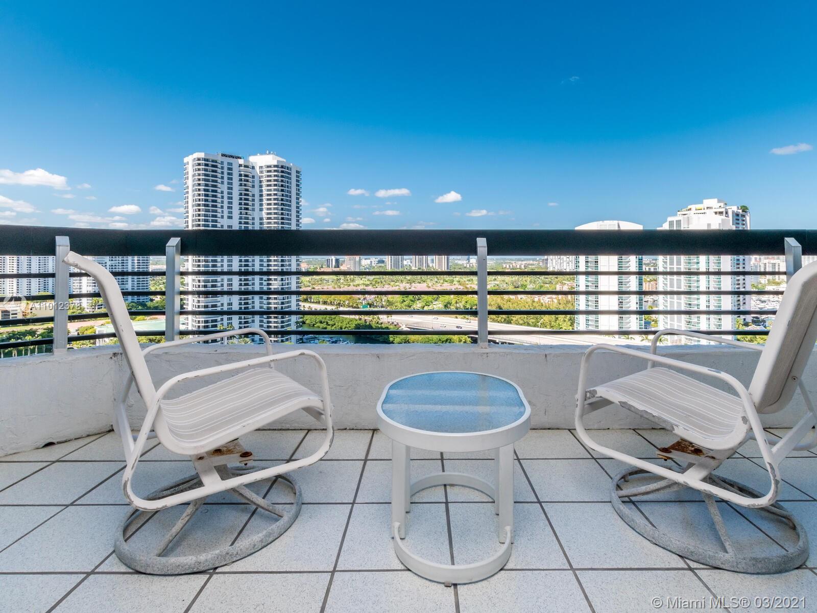 Mystic Pointe Tower 200 - квартиры на продажу