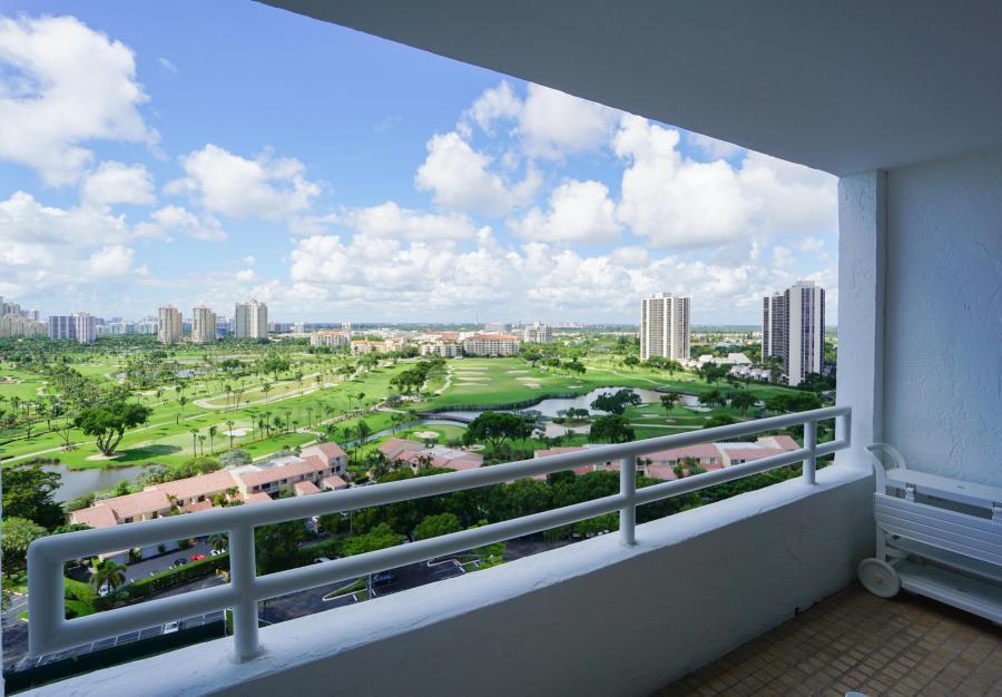 Del Vista Towers Condos for sale at Aventura
