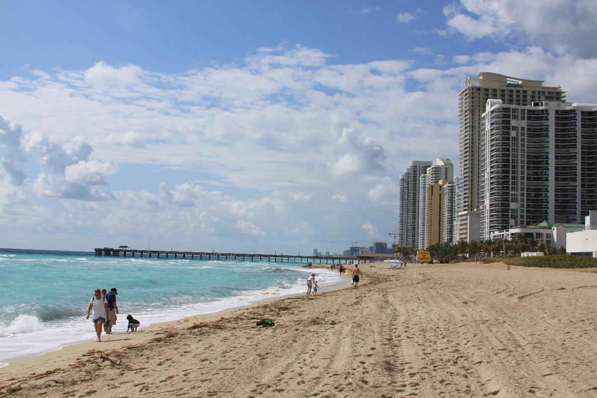 Квартиры на продажу в Ocean Four Sunny Isles Beach