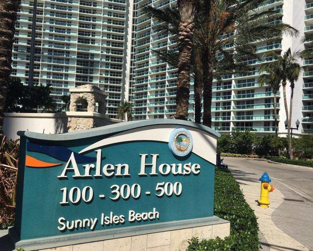 Arlen House Condos - Квартиры на продажу в Санни Айлс Бич